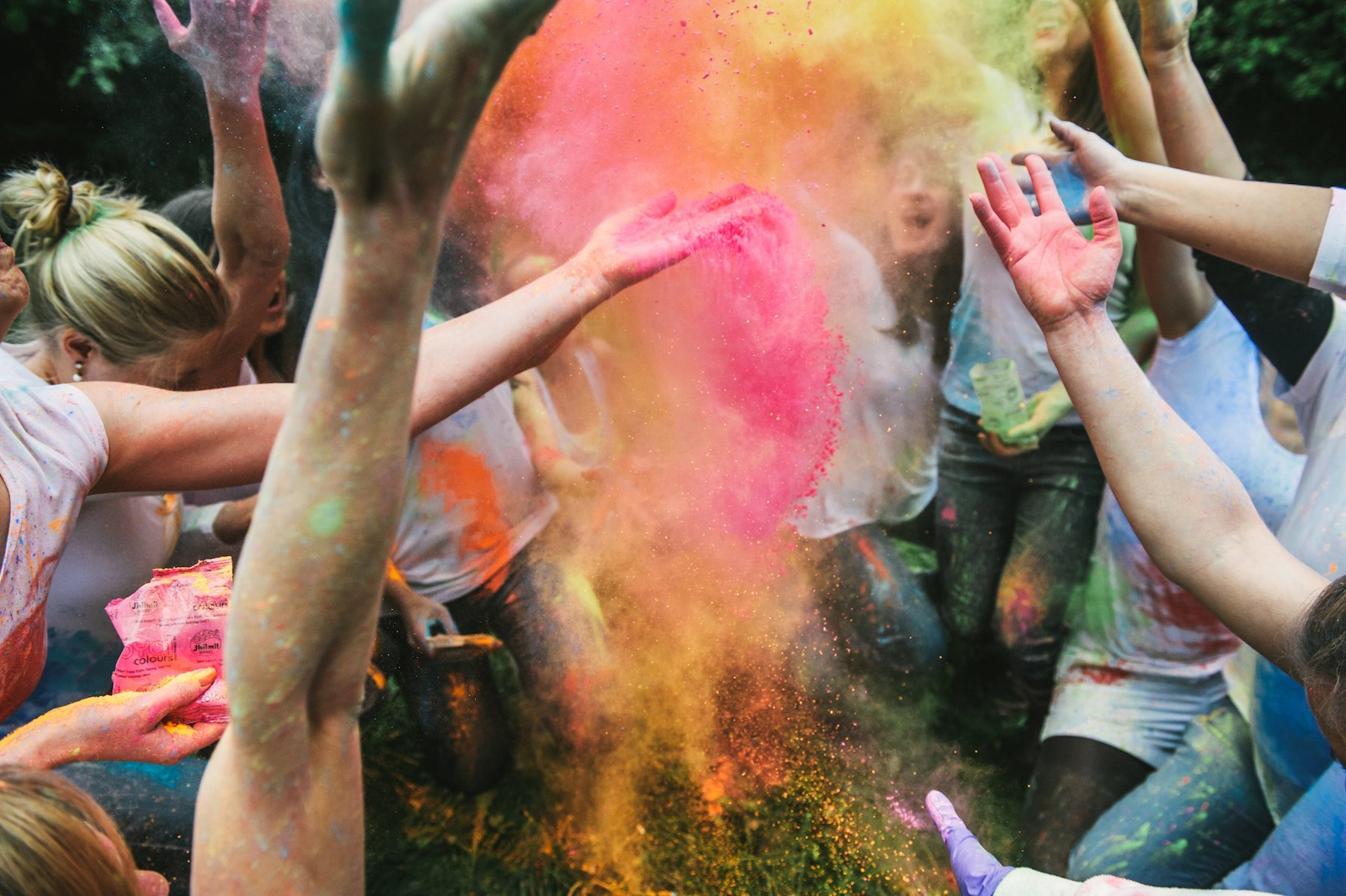 junggsellenabschied holi farbe